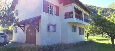 Maison indépendante avec garage et dépendance sur 2300m² de terrain – m1578
