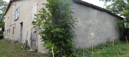 Maison de village en pierre et grange à rénover sur 750m² de terrain – m1601