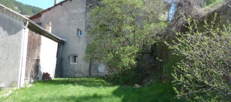 Maison de ville – Dépendances – Terrain – m1568